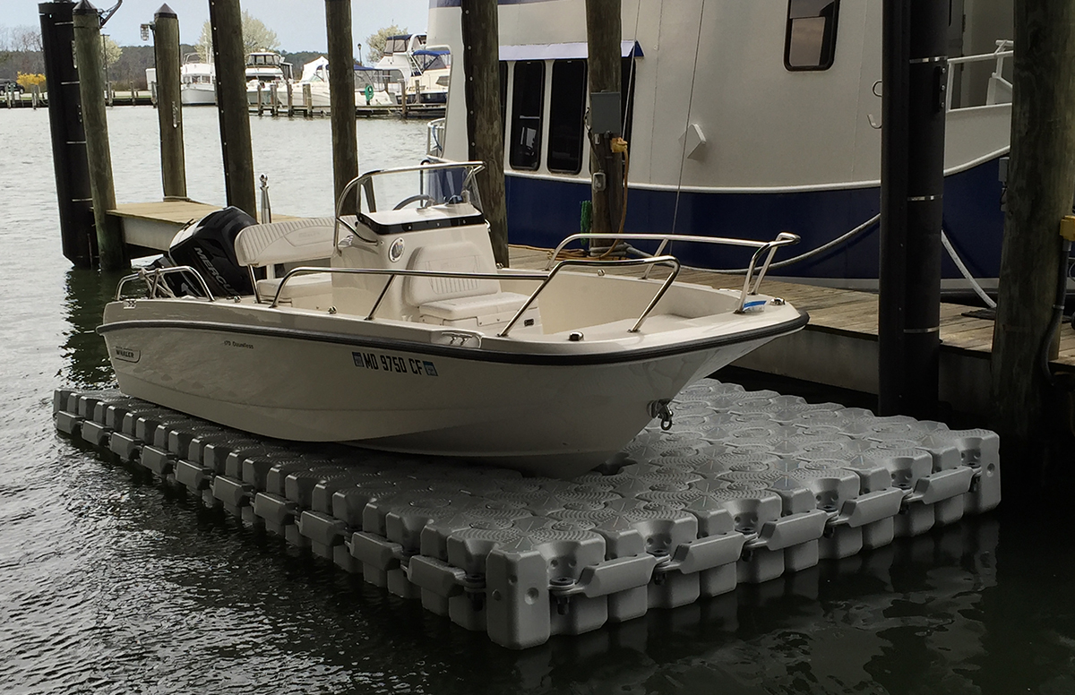 17.6-ft.-X-9.6-ft.-65-Block-Drive-on-Lift-Boston-Whaler-170-Dauntless
