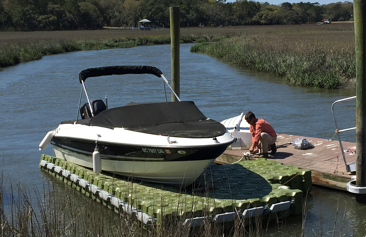 20.8-ft.-x-8-ft.-64-Block-Drive-On-Lift-19'-Bayliner