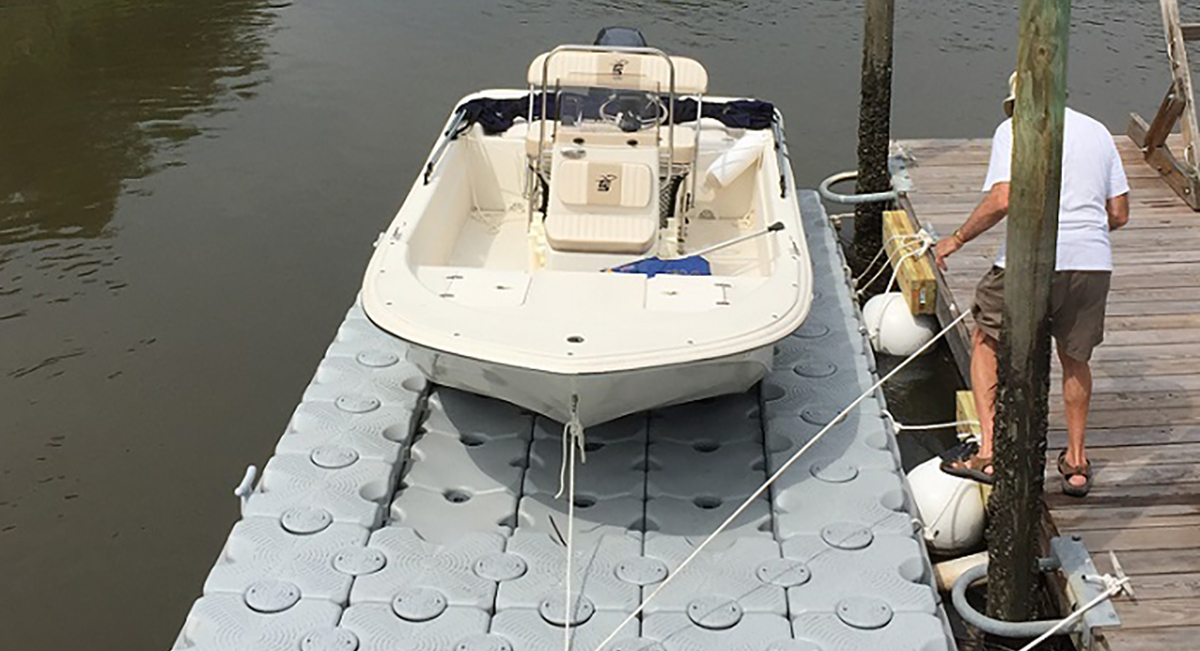 17.6-ft.-x-8-ft.-54-Block-Lift-16'-Carolina-Skiff